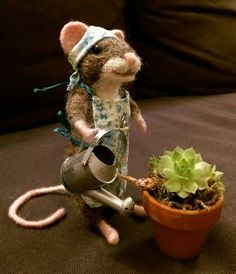 Little Milly is doing some gardening Needle felt mouse, gardening, crafts flowers, sculpture,apron,cute mice
