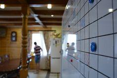Реабилитационный центр работает с непосредственным взаимодействием со специалистами – врачами-наркологами, психологами, психотерапевтами.