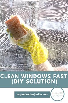 Clean Windows Fast: How To, Homemade Solution, Step By Step, Tutorial, Instructions Window Cleaning Recipes, Window Cleaning Solutions, Diy Home Cleaning, Car Cleaning Hacks, Toilet Cleaning, House Cleaning Tips, Diy Cleaning Products, Microwave Cleaning Hack, Oven Cleaning