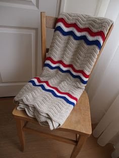 A ripple blanket inspired by the Dutch mailbags made by De wereld van Mejuffrouw B