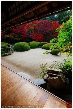 Shisendo's water basin and terrace (詩仙堂)