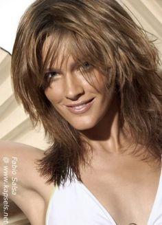 Layered haircuts for medium length Medium Layered Hair, Medium Short Hair, Medium Hair Cuts, Medium Hair Styles, Short Hair Styles, Haircuts For Medium Hair, Haircut For Thick Hair, Layered Haircuts, Hair Photo
