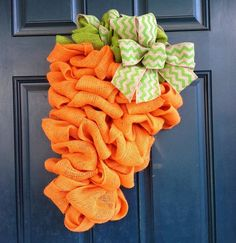 Burlap Easter Carrot Wreath, Carrot Easter Wreath ideas, Handmade Easter door decor ideas, Easter decor inspiration #Easter #ideas #holiday www.loveitsomuch.com