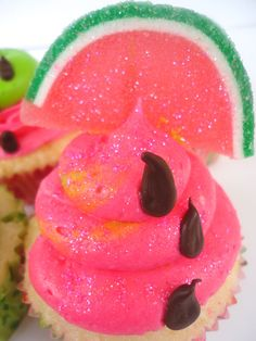 watermelons and cupcakes yummy Just Desserts, Delicious Desserts, Yummy Food, Yummy Yummy, Delish, Cupcake Recipes, Cupcake Cakes, Watermelon Cupcakes, Summer Cupcakes