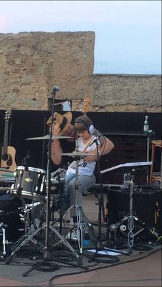 Jared Leto of Thirty Seconds To Mars brings a little boy onstage in St. Tropez who then gets to play drums with Shannon Leto on Closer To The Edge.