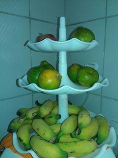 Frutas  Banana(não madura) Mexirica Maçã