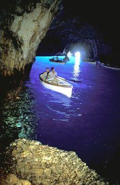 Blue Grotto, Capri,  Italy  #PlacestogoinItaly