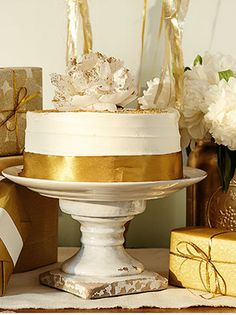 Gold themed baby shower http://rstyle.me/n/s4u2inyg6