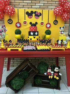 Minnie e Mickey / jahsaude Fiesta Mickey Mouse, Mickey Mouse Parties, Mickey Party, Mickey Minnie Mouse, 2nd Birthday Party For Boys, Minnie Mouse Birthday Theme, Cinderella Birthday, Birthday Decorations, Paradise