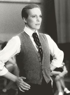 Julie Andrews in Victor/Victoria. (THIS VEST. I wonder if I could knit one exactly like it.)