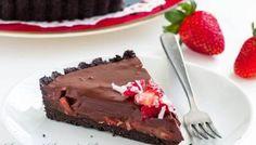 Μια θεϊκή τάρτα σοκολάτας με τραγανή μπισκοτένια βάση με μπισκότα όρεο, με πλούσια γέμισηγκανάζ σοκολάτας με τρίμμα και γάλα σοκολάτας, γεμιστό με φρέσκιες