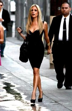 25 Flirty First Date Outfits to Set the Mood . Beauté Blonde, Fashion Vestidos, First Date Outfits, Elegantes Outfit, Glamour, Fashion Beauty, Womens Fashion, Fashion Fashion, Fashion Clothes
