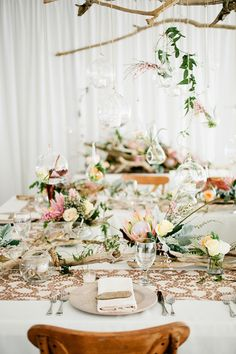 Driftwood wedding reception | Kristyn Hogan Photography | see more on: http://burnettsboards.com/2014/09/rustic-refined-driftwood-wedding-inspiration/