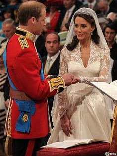 Prince William and Kate Middleton ~ Prince William pledges his troth ~ no mas Waitie Katie ;D She's a Beau~ty