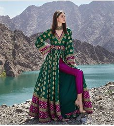 Simple Pakistani Dresses, Indian Gowns Dresses, Indian Fashion Dresses, Dress Indian Style, Pakistani Dress Design, Indian Designer Outfits, Fancy Dress Design, Stylish Dress Designs, Designer Party Wear Dresses