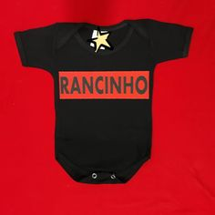 Body baby preto - Rancinhos 😍❤️ #rejpersonalizados #Rejestamparia #Personalizados #bodybaby #bodyinfantil #rancinho #body #bodypreto… Body Baby, Onesies, Kids, Clothes, Instagram, Fashion, Stamping, Young Children, Outfits