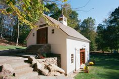 Ground level entrances on two separate levels make this a classic bank barn Barn House Kits, Barn Kits, Barn Houses, Carriage House Garage, Barn Garage, Garage Loft, Garage Design, House Design, Bank Barn