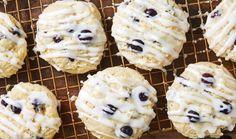 Recette: Biscuits au fromage à la crème au citron et aux bleuets. Party Desserts, Frozen Desserts, Cream Cheese Cookies, Pin Collection, Doughnut, Mousse, Blueberry, Delish, Food