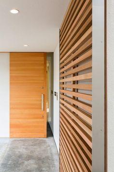 空を囲む家の部屋 格子引戸と玄関引戸
