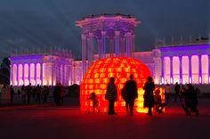 BIBIGLOO, Installation artistique de BIBI, Igloo plastique bidon, igloo rouge, installation lumière, land art