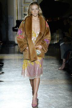 Blumarine Sonbahar/Kış 2017-18 defilesi Milano Moda Haftası kapsamında gerçekleşti
