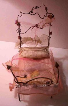Fairy Bed www.teeliesfairygarden.com Love this cute Fairy little bed... #fairygarden