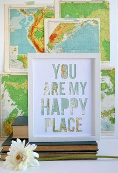 El don de la perfecta relación de larga distancia para un novio o pareja. El papel de corte características de pieza diciendo Usted es mi lugar feliz y también haría un divertido regalo para tu esposo o pareja. La pieza se corte individualmente y hecha con un mapa real vintage, convirtiéndolo en uno de tipo.  Elige entre el mapa de la en-acción seleccionado al azar en el colorway en la foto o personalizar este artículo con el mapa de su elección. Su mapa personalizado puede ser de