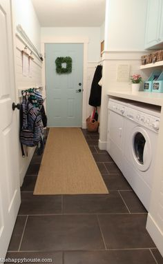 Five Steps to a Super Organized Small Space Mud Room or Entry - The Happy Housie I wanna do this to my mudroom. It looks like a great way to organize,and open a small space Mudroom Laundry Room, Small Laundry Rooms, Laundry Room Design, Small Rooms, Small Spaces, Laundry Decor, Laundry Area, Small Space Organization, Laundry Room Organization