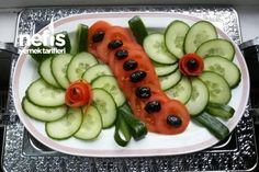Discover thousands of images about Salatalık Ve Domates Ile Tabak Süslemesi Tarifi Veggie Platters, Veggie Tray, Veggie Food, Cute Food, Good Food, Yummy Food, Delicious Recipes, Fruit And Veg, Fruits And Veggies