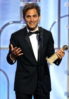 Gael Garcia Bernal Wins Best TV Actor in a Comedy at Golden Globes, Continuing Mozart in the Jungle's Streak | E! Online Mobile