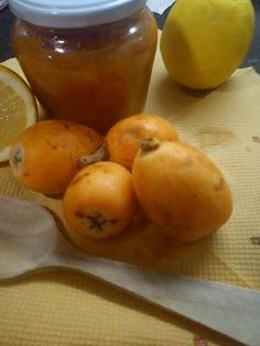 Mermelada casera de Nísperos de Callosa. Fruit Recipes, Cooking Recipes, Marmalade Jam, Food Texture, Dominican Food, Tasty, Yummy Food, Vegetable Drinks, How To Make Cheese