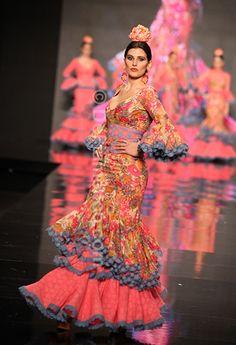 Fotografías Moda Flamenca - Simof 2013 - SONIA ISABELLE - Sonibel Vintage Flamenco Costume, Flamenco Dancers, Dance Costumes, Flamenco Dresses, Spanish Dress, Traditional Gowns, Spanish Fashion, Fascinator, Style Me
