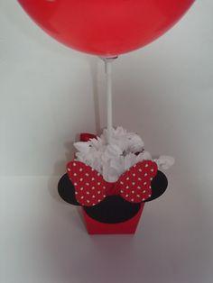 Centro de Mesa MInnie Vermelha  Centro de mesa da Minnie Vermelha, todo decorado, vai com o pega balão, tag, balão e rococo.  Para quem retirar em Santo André, pode levar o balão já inflado, agora se for para enviar via Correios, envio os balões vazios.  Tb faço em outros temas e cores.