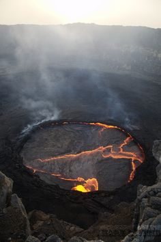 A lake of lava in Erta'ale volcano, Ethiopia. One of the featured images from the Royal Photographic Society's International Images for Science competition. Natural Phenomena, Natural Disasters, Wallpeper Tumblr, Volcan Eruption, Fuerza Natural, Lava Flow, Photos Voyages, Science And Nature, Nature Nature