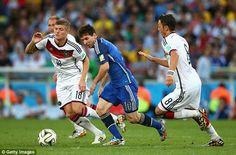 Lionel Messi of Argentina controls the ball against Toni Kroos (L) and Mesut Oezil of Germany during the 2014 FIFA World Cup Brazil Final match between Germany and Argentina at Maracana on July 2014 in Rio de Janeiro, Brazil. World Cup 2014, Fifa World Cup, Jamie Redknapp, Messi Photos, Toni Kroos, World Cup Final, Lionel Messi, Real Madrid, Finals