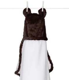 Wouldn't your little one look sweet wrapped up in our Little Giraffe hooded towel?