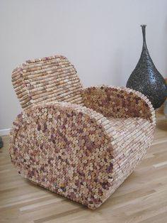 Un fauteuil en bouchon de liège, on adorerait en avoir un dans notre salon!