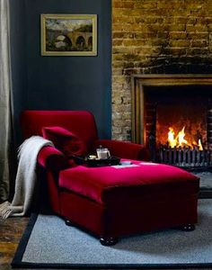 Who doesn't love to have a chaise longue in their home? The chaise lounge is… Interior Design Living Room, Living Room Designs, Living Rooms, Chaise Longue Design, Sexy Home, Red Sofa, Red Velvet Chair, Velvet Chairs, Reading Nook