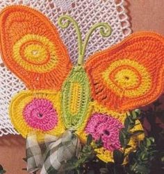 Crochet Butterfly pattern diagrams - over 30 of them Crochet Fabric, Crochet Motifs, Crochet Home, Love Crochet, Crochet Crafts, Crochet Stitches, Crochet Projects, Knit Crochet, Crochet Patterns