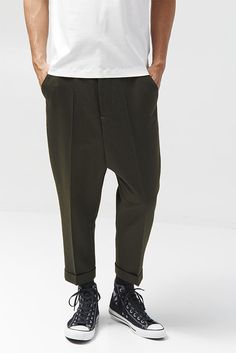 Shop Men's Pants Styles for Fall Style Tips : Details Fashion Pants, Mens Fashion, Fashion Outfits, Salopette Jeans, Style Masculin, Look Man, Inspiration Mode, Looks Style, Men Looks