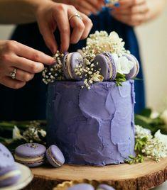 Constellation Inspiration: Lavender Earl Grey Cake with Lavender Macarons Sternbild Inspiration: Lavendel Earl Grey Cake mit Lavendel Macarons Earl Grey Cake, Earl Gray, Food Cakes, Cupcake Cakes, Macaron Cake, Pretty Cakes, Beautiful Cakes, Amazing Cakes, Cake Art