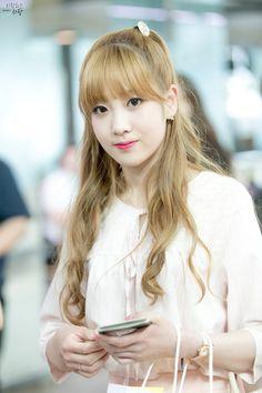 dedicated to female kpop idols. South Korean Girls, Korean Girl Groups, Lovelyz Jiae, Fandom, Woollim Entertainment, Debut Album, Mini Albums, Korean Fashion, Idol