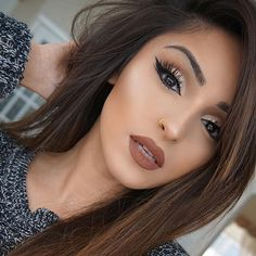 Dreamy Makeup Looks That Will Make You Glad Its Winter Add a brown lip to complete any dreamy makeup looks!Add a brown lip to complete any dreamy makeup looks! Eye Makeup Blue, Full Face Makeup, Skin Makeup, Makeup Brushes, Eyebrow Makeup, Brown Lipstick Makeup, Brown Makeup Looks, Fall Makeup Looks, Eyeshadow Brushes