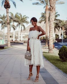 White dress, heels and purse Dress Outfits, Casual Dresses, Fashion Outfits, White Midi Dress, Street Style, Look Chic, Tenerife, Girls Night Out, Types Of Fashion Styles