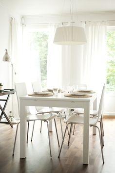 http://mykeminutter.blogspot.no:   Simple table setting: Place mats IKEA, napkins and facet glasses Tine K.