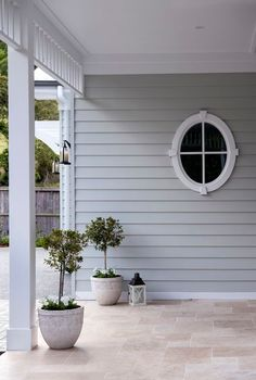 Australian Coastal Style - 7 steps to achieve this look - Making your HOME beautiful House Colour. Beach Cottage Style, Coastal Cottage, Beach House Decor, Coastal Style, Coastal Decor, House Paint Exterior, Exterior House Colors, Exterior Design, Grey Exterior Paints
