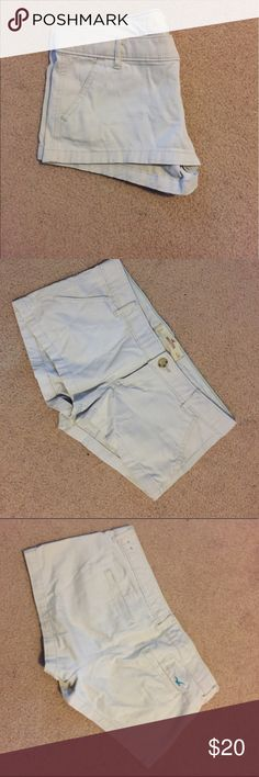 Off white Hollister shorts Good condition off white Hollister shorts! Theyre just a little too short for me these days. :) Hollister Shorts Jean Shorts