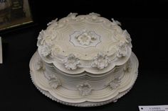 lambeth cake designs | Royal icing piping for all stringwork and petunia flowers. piping gel ...