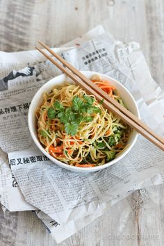 #Vegan cold noodle salad with sweet chili sesame dressing // chocochili.net