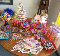 The Quick Unpick: Five. A party, rainbows and a unicorn cake. 5th Birthday Party Ideas, Rainbow Birthday Party, Unicorn Birthday Parties, Birthday Fun, Healthy Birthday, My Little Pony Party, Unicornio Birthday, Rainbow Unicorn Party, Rainbow Parties